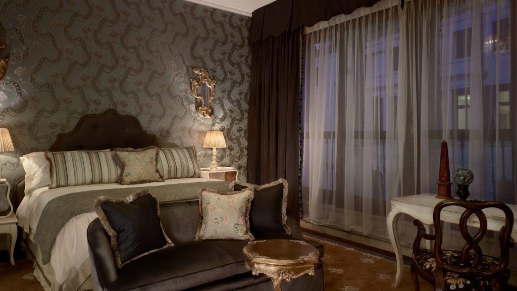 Venice_Gritti_Palace_Hotel_Room_GiglioPrestigeRoom3