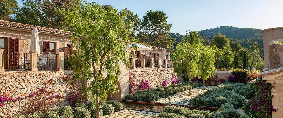 Hotel-Castel-Son-Claret-terrace